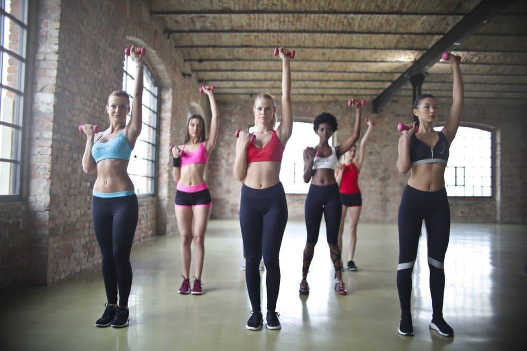 Six femmes qui font du fitness