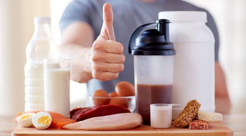 Un sportif qui conseille une nutrition spécifique pour le sport